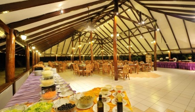 funislandresortmaledivy-restauraceabar3.jpg
